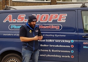 75% of plumbers at risk of losing out on work due to knee problems